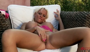 Blonde with gigantic knockers and trimmed snatch sticks toy in her juicy spot