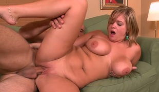 Chubby blondie Ellie May gets her shaved cunt nailed