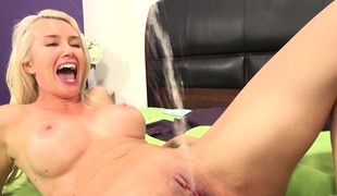 Stacked blonde Gigi Allen bonks a raging 10-Pounder and releases her juices