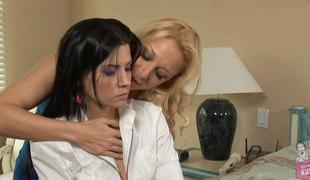 stor rumpe lesbisk store pupper fingring hd