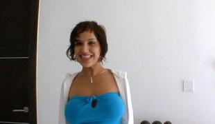 stor rumpe brunette latina pornostjerne handjob