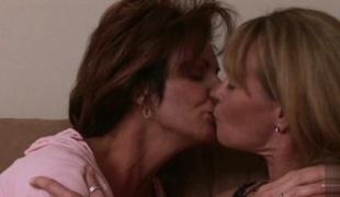 store pupper cunnilingus hd hårete lesbisk