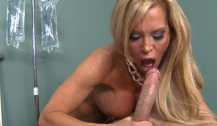 Divine golden-haired mom Amber Lynn  hammered like there's no tomorrow