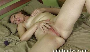 Chubby amateur masturbating