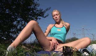Teenage blonde hottie loves dildoing herself in the wild
