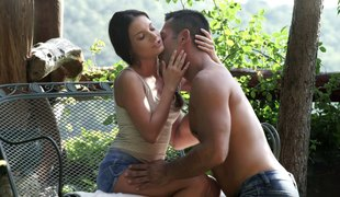 Orgasmic snatch pounding act in this untamed outdoor shoot