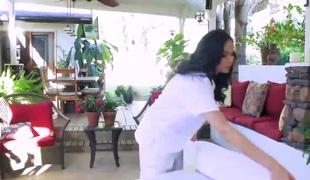 Spectacular masseur Arianna Marie rides stiffed ramrod wildly