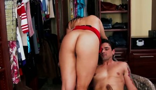 Ryan Driller explores the depth of yummy Jessyca Wilsons wet beaver with his pole