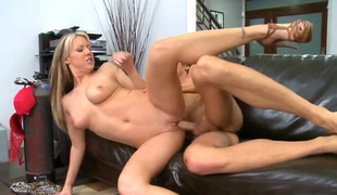 Carolyn Reese receives some in steamy sex scene with Richie